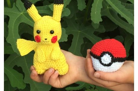 "Amigurumi ""Pikachu et sa Pokéball"""